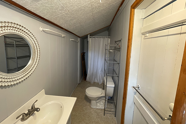 Bathroom,-stand-up-shower---Cottage-4